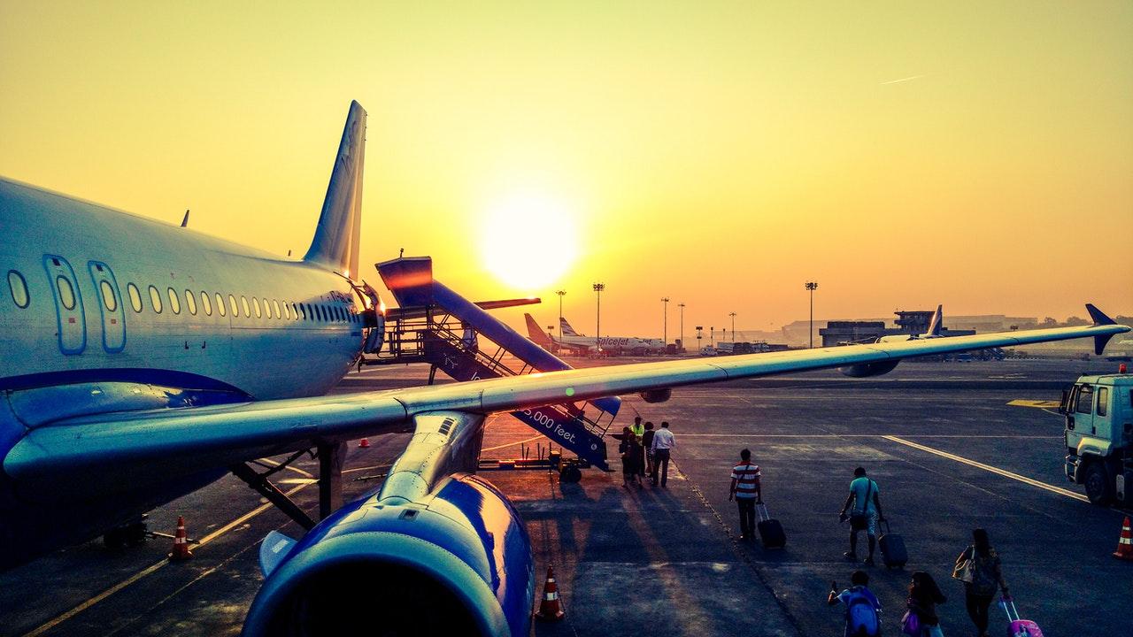 Hoe het transport van en naar de luchthaven van Alicante organiseren?